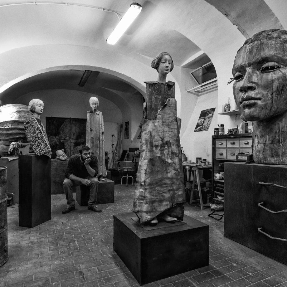 Lo scultore nello studio